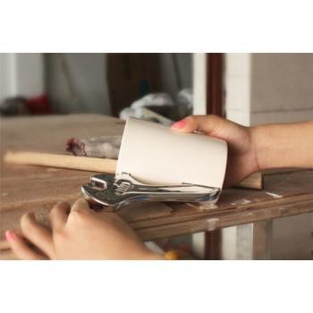 Кружка с ручкой в виде строительных инструментов