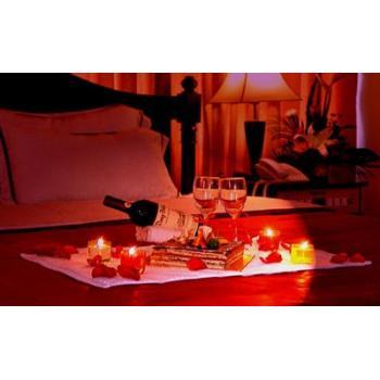 Наборы свечей, лепестков роз для романтического вечера
