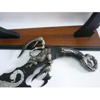 Сувенирные кинжалы на подставке